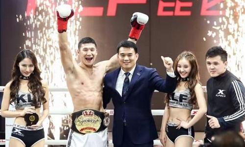 Biyalov (găng đỏ) vô địch sự kiện Kunlun Fight 78 hạng 75 kilogram hồi tháng 10/2018.
