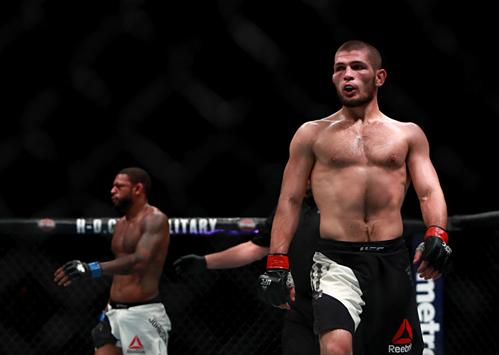 Nurmagomedov giữ thành tích bất bại ở MMA với 27 trận toàn thắng. Ảnh: UFC.