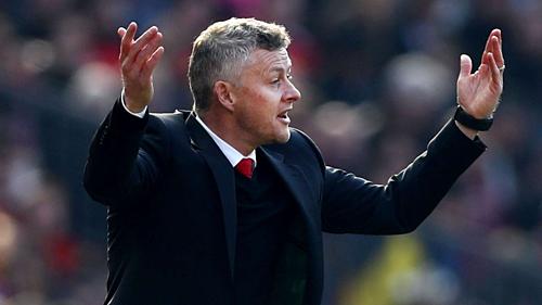 Solskjaer thất vọng trong trận thua Wolverhampton. Ảnh:AFP.