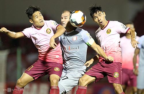 Trận derby Sài Gòn diễn ra tẻ nhạt, có ít nhiều pha bóng nguy hiểm. Ảnh: Đức Đồng.