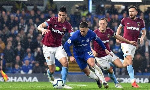 Hazard độc diễn và ghi bàn đẹp mắt trong tình huống mở tỷ số cho Chelsea. Ảnh: AFP.