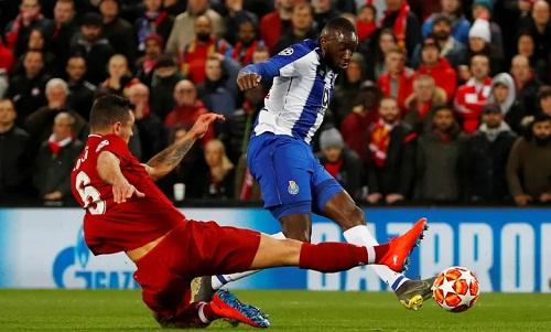 Marega nhiều lần uy hiếp khung thành Liverpool nhưng không thể ghi bàn. Ảnh: Reuters.