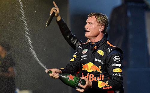 David Coulthard trong sự kiện biểu diễn xe F1 ở TP HCM.