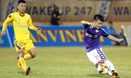 Quang Hải (phải) thi đấu nỗ lực nhưng không thể ghi bàn tối 12/4. Ảnh: Lâm Thỏa.