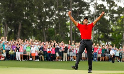 Tiger Woods mừng chiến thắng major đầu tiên sau hơn một thập kỷ. Ảnh: Sky.