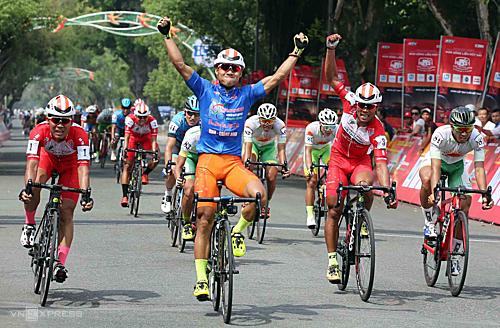 Lê Nguyệt Minh lần đầu tiên trong sự nghiệp giành chiến thắng ba chặng thi đấu liên tiếp. Ảnh: Đức Đồng.