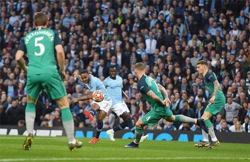 Sterling giúp Man City có khởi đầu thuận lợi. Ảnh: Reuters