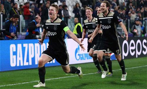 Thế hệ De Ligt, De Jong đang làm nên câu chuyện cổ tích cho Ajax. Ảnh: Reuters