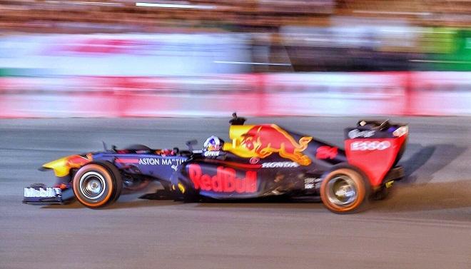 Xe đua F1 khuấy động không khí tại Hà Nội