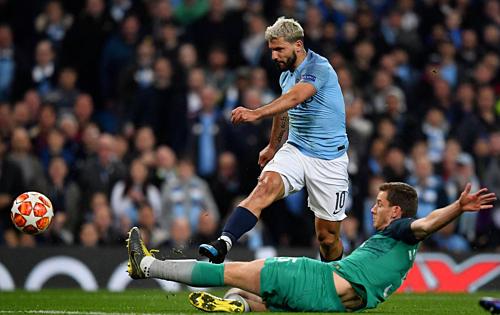 Aguero (số 10) và đồng đội cần nhanh chóng gượng dậy để bảo vệ chức vô địch Ngoại hạng Anh. Ảnh: AFP.