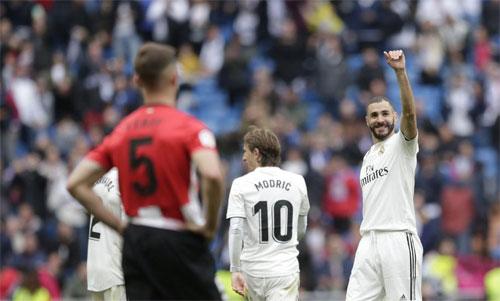Benzema có trận ghi bàn thứ năm liên tiếp.