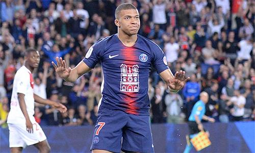Mbappe từ chối mừng bàn thắng, như một cách thể hiện sự tôn trọng Monaco - đội bóng mà anh từng trưởng thành và cùng họ vô địch mùa 2016-2017.