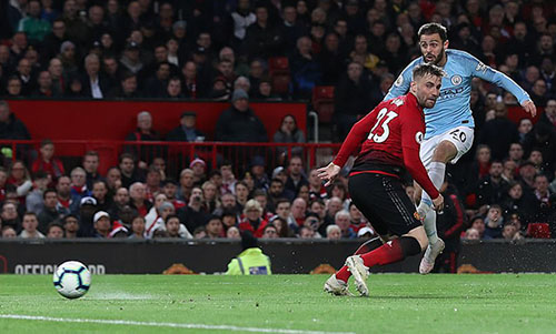 Hai cú dứt điểm thành bàn của Man City đều đến từ các cầu thủ thuận chân trái. Bernardo Silva mở tỷ số ở phút 54...
