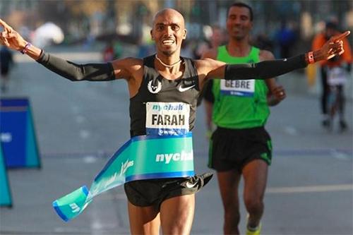 Farah lần đầuvô địch một giải major Marathon, tại Chicago năm ngoái. Ảnh: Athletics Weekly.