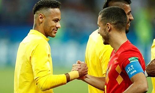 Neymar (trái) ngưỡng mộ lối chơi của Hazard. Ảnh: SK.