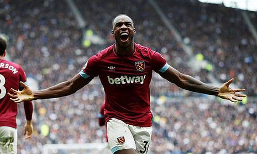 Niềm vui của Antonio sau khi ghi bàn. Ảnh: Reuters.