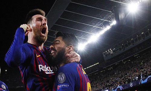 Messi (trái) và Suarez giúp Barca có lợi thế lớn sau bán kết lượt đi. Ảnh: Reuters.