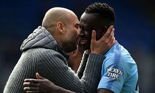 Mendy (phải) vẫn nằm trong kế hoạch chuẩn bị cho mùa 2019-2020 của Man City. Ảnh: Reuters.