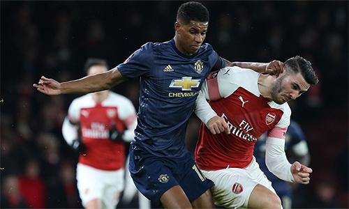 Man Utd và Arsenal sa sút vào thời điểm quyết định.