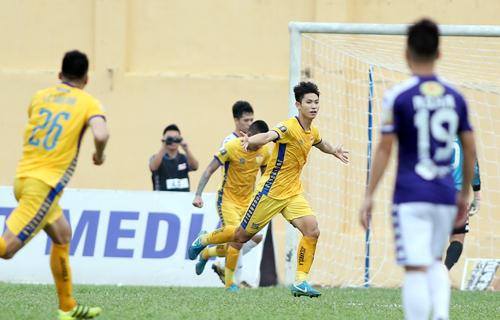 Thanh Hóa gây bất ngờ lớn khi thắng đậm Hà Nội, có chiến thắng thứ 2 ở mùa giải năm nay.