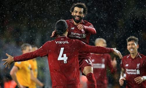 Salah và Van Dijk là hai người ghi bàn giúp Liverpool thắng lượt đi. Ảnh: Reuters.