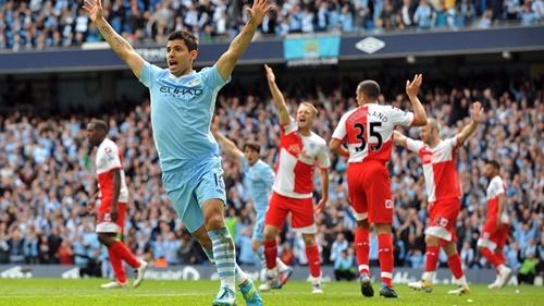 Aguero mừng bàn thắng phút bù giờ vào lưới QPR, giúp Man City vô địch năm 2012. Ảnh: EPA.