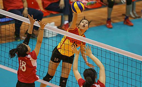 Các cô gái Bình Điền Long An dễ dàng ghi điểm trước hàng thủ yếu ớt của Nam Kinh. Ảnh: Lâm Phương.