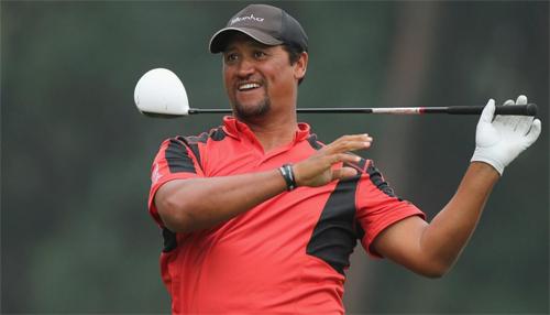 Campbell (giữa) hào hứng với sứ mệnh phát triển golf trẻ Việt Nam.