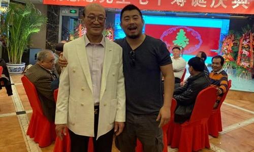 Từ Hiểu Đông (phải) trong một bữa tiệc gần đây. Ảnh: Sohu.
