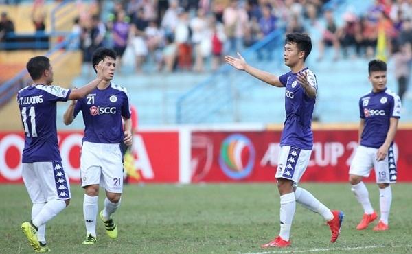 Thành Chung ghi dấu ấn trong cả hai bàn thắng của Hà Nội. Ảnh: Lâm Thỏa.