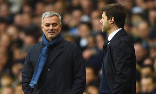 Mourinho trong một lần đối đầu với Pochettino. Ảnh: Reuters