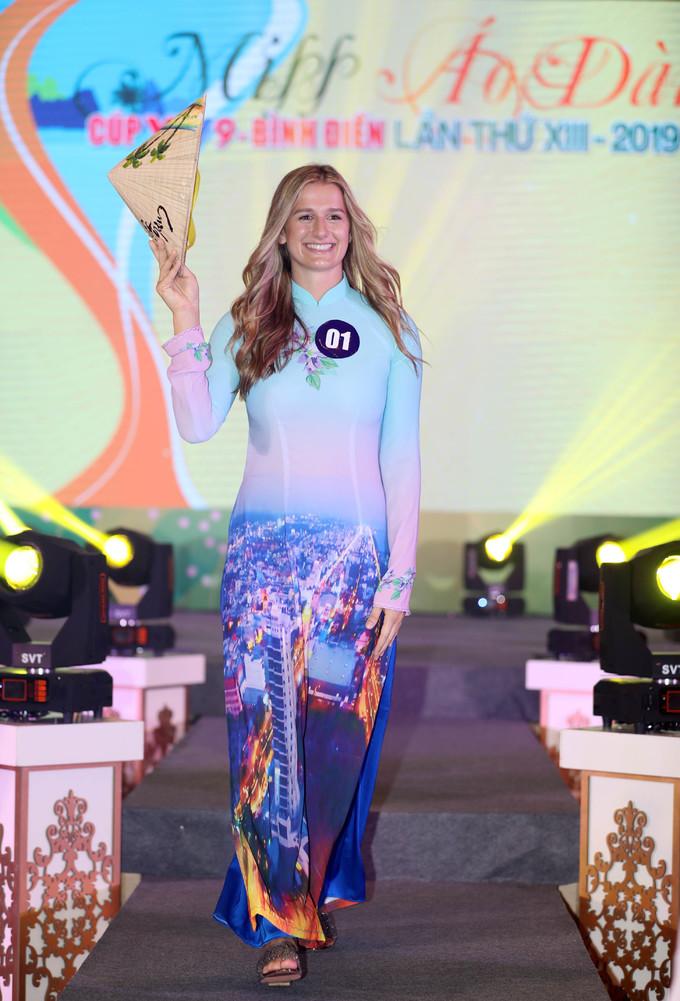 VĐV Mỹ giành giải Miss Áo dài giải bóng chuyền quốc tế