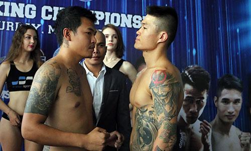 Trương Đình Hoàng (phải) ở buổi cân thử trước khi đấu Arthit.