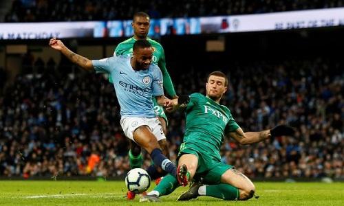 Sterling ghi hat-trick trong lần đối đầu gần nhất giữa hai đội vào tháng Ba. Ảnh: Reuters.