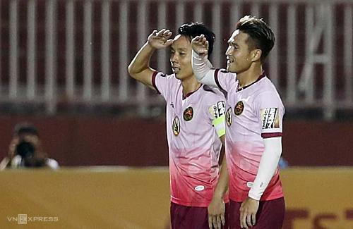 Ngọc Duy và Quốc Long mừng bàn thắng mở tỷ số vào lưới Viettel.