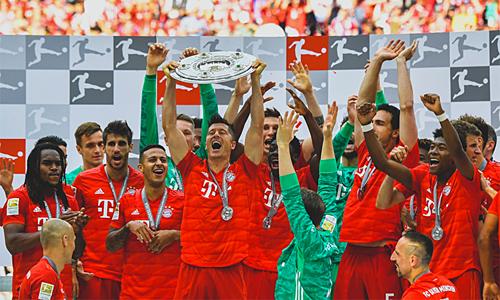 Bayern là đội đầu tiên trong lịch sử vô địch Bundesliga bảy mùa liên tiếp. Đội bóng thuộc bang Bavaria này thống trị giải vô địch Đức kể từ mùa 2012-2013 đến nay.