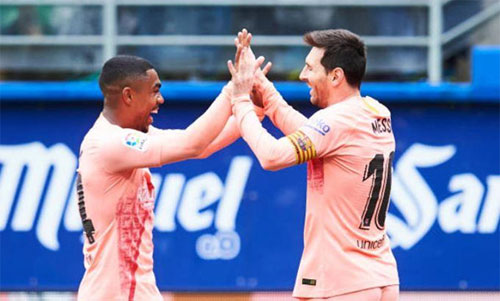 Messi có thể là Vua phá lưới La Liga, Giày vàng châu Âu và Champions League trong cùng một mùa. Ảnh: Reuters