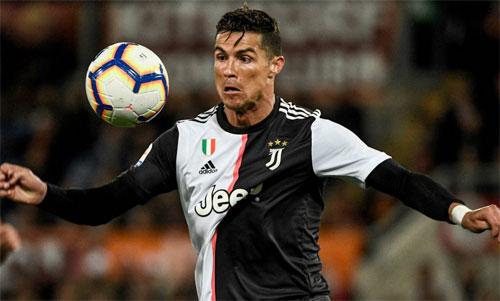 Ronaldo được vinh danh ngay trong mùa đầu tiên. Ảnh: Reuters