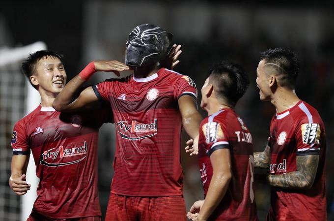 TP HCM bỏ cách Hà Nội 5 điểm ở V-League