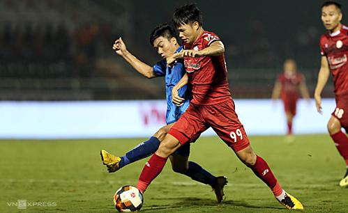 TP HCM (áo đỏ) đang bất bại trên sân nhà ở V-League 2019. Ảnh: Đức Đồng.