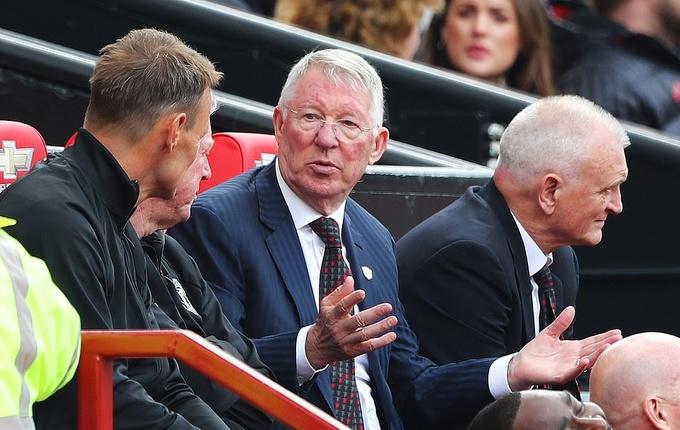 Beckham ghi bàn giúp Huyền thoại Man Utd thắng Bayern Munich