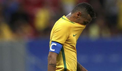 Neymar không giữ được hình ảnh đẹp với tư cách đội trưởng Brazil. Ảnh:AFP.