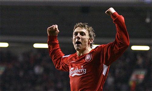 Warnock từng khoác áo Liverpool giai đoạn 2002-2007, nhưng không thuộc thành phần đội bóng vô địch Champions League 2005.
