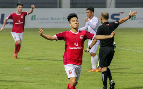 Martin Lo là cầu thủ Việt kiều duy nhất được gọi trong đợt tuyển Việt Nam và U23 hội quân lần này.