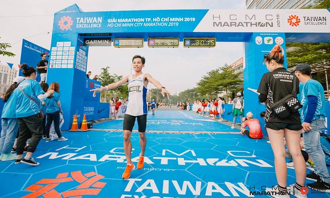 Dàn elite runner đua tài ở VnExpress Marathon