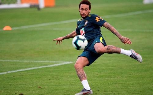 Neymar nhiều lần bị đồn sẽ trở lại La Liga để chơi cho Barca hoặc Real. Ảnh: AFP.