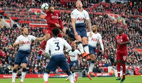 Van Dijk ghi hai bàn vào lưới Tottenham trong mùa 2018-2019. Ảnh: Reuters.