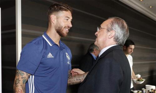 Ramos tỏ thái độ chuyên nghiệp khi hết mực bảo vệ Chủ tịch Perez. Ảnh: PA.