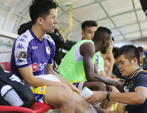 Đình Trọng sẽ phải nghỉ thi đấu dài hạn vì chấn thương dính phải trên sân Pleiku.