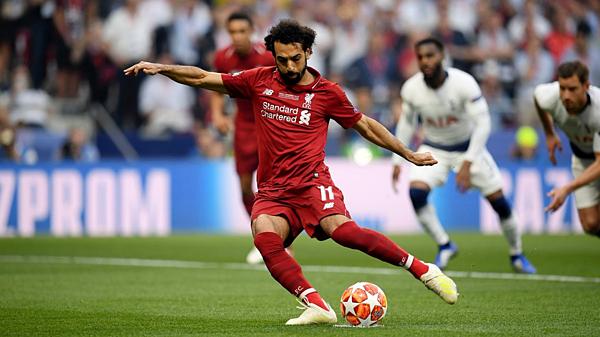 Cú sút quyết đoán của Salah đưa Liverpool vượt lên từ sớm.